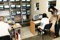 Stebėtojai: Klaipėdoje neįgalieji dirba prie vaizdo stebėjimo kamerų monitorių.
