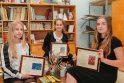 Iš beveik 20 tūkst. tarptautiniam vaikų kūrybos konkursui Japonijoje siųstų piešinių trijų jaunųjų klaipėdiečių – G.Žilevičiūtės (iš kairės), U.Jonkutės bei L.Dumbauskaitės darbai įvertinti prizais.