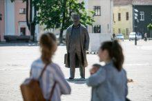 J. Vileišio paminklas perkeltas į Rotušės aikštę