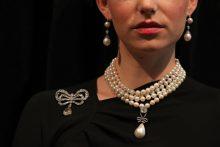 Marijos Antuanetės pakabukas aukcione parduotas už rekordinę 32 mln. eurų sumą