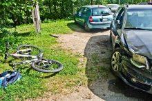 Išgelbėjo dviratininką, bet sudaužė tris mašinas