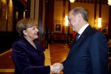 A. Merkel: esu pasibaisėjusi Rusijos aviacijos bombardavimais Sirijoje