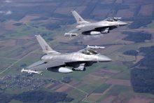 Šiauliuose nusileido NATO oro policijos misiją perimantys Portugalijos naikintuvai