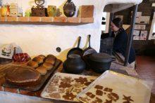 Vaikai mokėsi kepti kalėdinę duoną