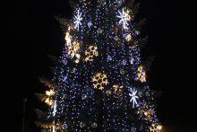 Telšiuose per miesto gimtadienį įžiebta Kalėdų eglė