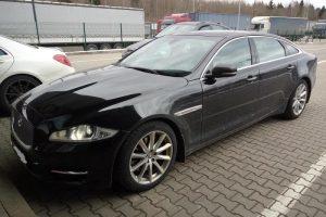 """Rusijos pilietis į Lietuvą nepateko dėl suklastotų """"Jaguar"""" dokumentų"""