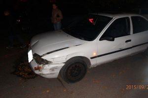 Paauglys paspruko nuo policijos ir apdaužė kelis automobilius