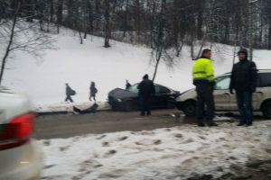 Kaune susidūrė penki automobiliai (jauna moteris nesuvaldė BMW?)