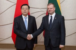 Konkurencinėje kovoje dėl kinų investicijų Lietuva turėtų įveikti Latviją