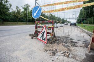 Liūties sudarkytai Jonavos gatvei prireikė remonto