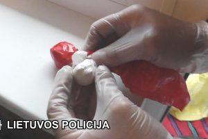 Sulaikymo metu moteris bandė praryti kokainą