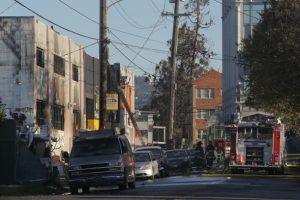 Kalifornijoje per gaisrą reivo vakarėlyje žuvo devyni žmonės, dar 25 dingę