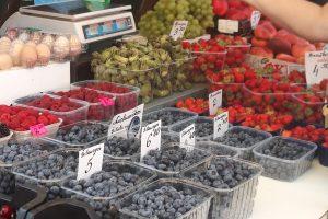 Vasaros gėrybių kainų skirtumas Palangos ir Kauno turgavietėse – milžiniškas