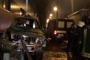 Po susidūrimo su vilkiku žuvo lengvojo automobilio vairuotojas