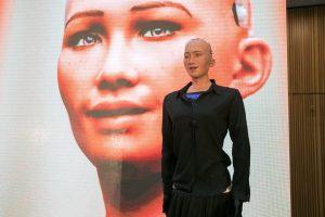 Lietuvoje viešinti humanoidė Sofija tapo Vilniaus gyventoja