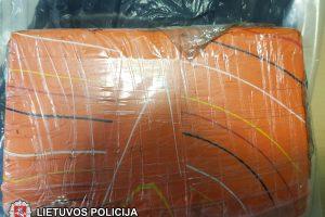 Smūgis narkotikų platintojams: rasta kokaino už beveik ketvirtį milijono eurų