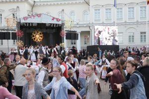 """Akcija """"Visa Lietuva šoka"""" įrodė – lietuviai moka šokti!"""