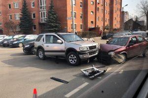 Avarija Dainavos rajone: susidūrus dviem automobiliams nukentėjo vaikas