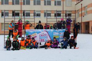 Pasaulinę sniego dieną paminėjo žaisdami ledo ritulį
