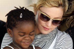 Madonnos košmaras: biologinė įdukros iš Malavio šeima nori ją susigrąžinti