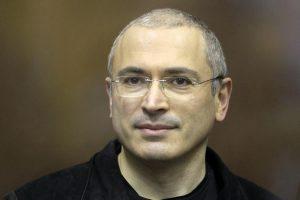 Kremliaus kritikas M. Chodorkovskis pristatė kandidatus į Dūmą