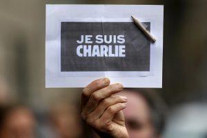 """""""Charlie Hebdo"""" skundžiasi paliktas vienas tęsti kovą už teisę juoktis"""