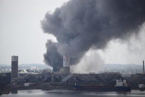 Meksikoje per sprogimą naftos įmonėje žuvo trys žmonės, 58 sužeisti