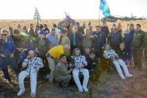 Į Žemę grįžo ilgiausiai kosmose išbuvęs amerikietis ir du rusų kosmonautai