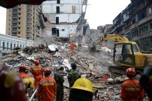 Kinijoje sugriuvus keliems namams žuvo aštuoni žmonės
