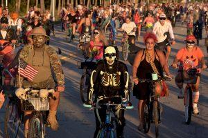 Floridoje vyko tradicinis zombių paradas