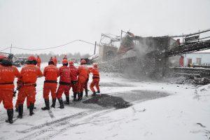 Kinijos anglies kasykloje nugriaudėjo sprogimas: įstrigo 11 žmonių