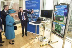 Britanijos karalienė atidarė naują kibernetinio saugumo centrą