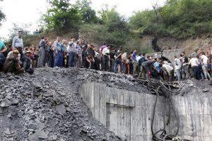 Irano anglių kasykloje po žeme įstrigo mažiausiai 70 darbininkų