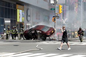 Atsargos karys Niujorke rėžėsi į žmonių minią, žuvo jauna moteris