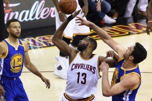 """""""Cavaliers"""" pratęsė NBA finalo seriją"""