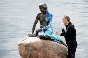 """Kopenhagos """"Undinėlė"""" vėl nukentėjo nuo vandalų"""