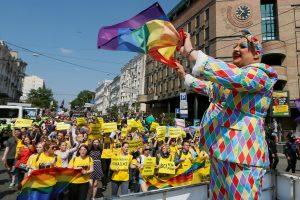 Į gėjų paradą Kijeve susirinko tūkstantinė minia