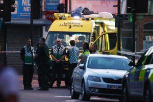 Per išpuolį prie Londono mečetės žuvo vienas žmogus, dar 10 buvo sužeista