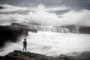 Japonijoje dėl taifūno atšaukta dešimtys skrydžių, paskelbta evakuacija