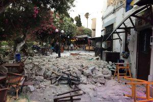 Turkijoje sužeistųjų per žemės drebėjimą padaugėjo iki beveik 360