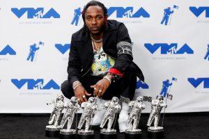 """MTV """"Metų klipo"""" apdovanojimą laimėjo JAV reperis K. Lamaras"""