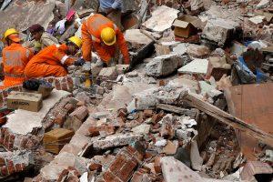 Mumbajuje namo griūties aukų padaugėjo iki 33