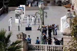 Marselio geležinkelio stotyje per išpuolį nudurtos dvi moterys