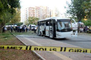 Turkijoje per sprogimą greta policijos autobuso sužeista 12 žmonių
