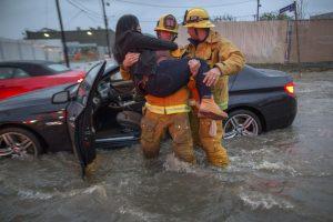 Kalifornijai smogė smarki audra: žuvo keturi žmonės