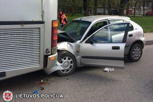 Po smūgio į autobusą sužalotos moters išgelbėti nepavyko