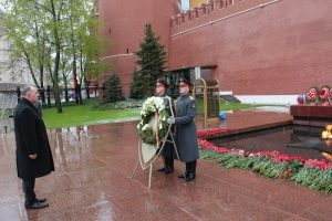 Lietuvos diplomatai Rusijoje pagerbė karo aukas, bet parade nedalyvaus