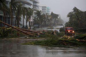 """Pražūtingas uraganas """"Irma"""" Floridoje be elektros paliko milijonus gyventojų"""