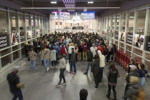 """""""Juodąjį penktadienį"""" prekybos centro atidarymo laukė 2,5 tūkst.žmonių"""