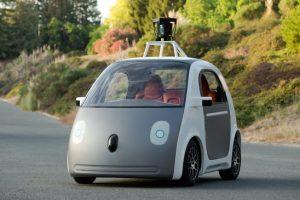 """Be vairo ir pedalų: pirmasis naujojo """"Google"""" autonomobilio bandomasis važiavimas"""